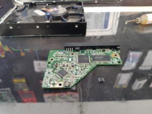 E²PROM sur PCB de HDD